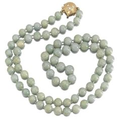 Preowned Jade Beaded Diamond Shell Clasp Strand Necklace ($950) ❤ liked on Polyvore featuring jewelry, necklaces, beaded necklaces, green, jade necklace, long beaded necklace, diamond bead necklace, long strand necklace and long knot necklace