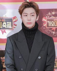 I personally like his black hair better  @official_monsta_x #monstax #monsta_x #starshipentertainment #wonho #hyungwon #jooheon #kihyun #changkyun #shownu #minhyuk #monbebe #원호 #형원 #셔누 #기현 #주헌 #민혁 #아이엠 #IM #몬스타엑스