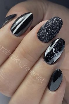 In previous articles, we introduced blue and pink nails. The theme color recommended today is the most mysterious black nail. Black Manicure, Black Nails, Pink Nails, Cute Nail Art Designs, Short Nail Designs, Colors And Emotions, Symbols Of Strength, Girl Fashion, Womens Fashion