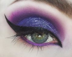 Love You With Poison - witch eyes for Halloween. This would be great if you were Ursula or Maleficent (or just Absinthe), Punk Makeup, Gothic Makeup, Makeup Geek, Eye Makeup, Ursula Makeup, Maleficent Makeup, Malificent, Halloween Make Up, Halloween Face