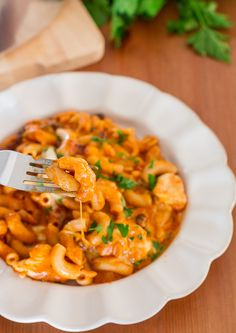 30 Minute Skillet Chicken Enchilada Pasta - super easy ooey gooey cheesy chicken enchilada pasta.