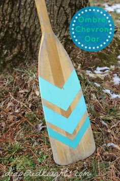 DIY Ombre Chevron Painted Oar - Diapered Daze and Knights Oar Decor, Coastal Decor, Camping Nature, Painted Oars, Fun Crafts, Diy And Crafts, Nantucket Cottage, Diy Ombre, Remo