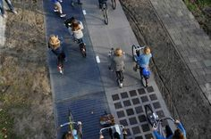 Голландия. Велосипедные дорожки и автомагистрали с солнечными батареями. Идея в том, что дороги вырабатывают солнечную энергию и освещают путь, а также заряжают механические и электрические транспортные средства.
