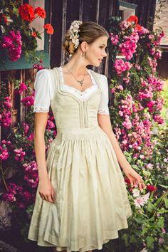Dirndl 2015: Die schönsten Wiesn-Outfits für jede Figur - jetzt auf gofeminin.de #oktoberfest #dirndl #trachten #germany #tradition #lenahoschek