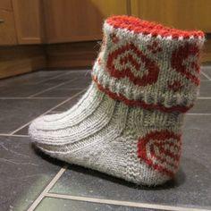 Knitting Socks, Free Knitting, Knit Socks, Crochet Slippers, Knit Crochet, Knit Stockings, Textiles, Knitting Accessories, Christmas Knitting