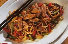 Fried pork with Chinese noodles - miam - Asian Recipes Pork Recipes, Asian Recipes, Cooking Recipes, Healthy Recipes, Ethnic Recipes, Asian Snacks, Salty Foods, Chorizo, Pasta
