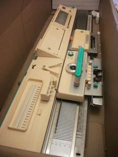 Jones knitting machine with all parts, please read description