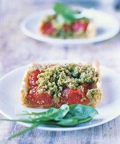 Tarte de tomates cerises, crumble au pesto