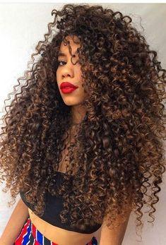 5 hábitos para tener un cabello hermoso 5 hábitos para tener un cabello hermoso … Dyed Curly Hair, Colored Curly Hair, Long Curly Hair, Big Hair, Natural Curls, Natural Hair Styles, Long Hair Styles, Highlights Curly Hair, Hair Photo