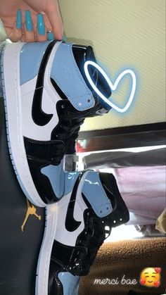 Dr Shoes, Cute Nike Shoes, Swag Shoes, Cute Sneakers, Nike Air Shoes, Hype Shoes, Shoes Sneakers, Jordan Shoes Girls, Girls Shoes