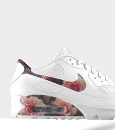 Floral mix on these Nike Air Max 90's. #sneakers