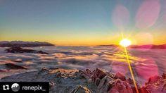 Dnes nás čaká krásny piatkový letný deň tak malá spomienka na rovnako úžasné zimné ráno  #praveslovenske od @renepix_   Moře mraků tam dole je.Já na to z nebeských výšin koukám a nechápu co se děje. V hlavě mám prázdno...myšlenky jdou stranou. . #slovakia #velkychoc #goodideaslovakia #morningsun #mornings #morning #morningview #goodmorning #mountainlife #mountainview folkies.sk  #nahory Pripíjam na #praveslovenske  Slovakia.travel