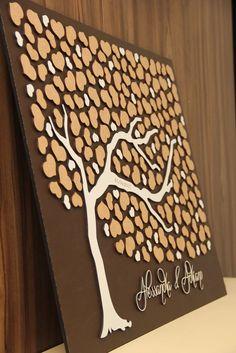 Árvore de assinaturas para que os convidados possam deixar seus nomes e registrar sua presença no grande dia.    Todas as cores podem ser alteradas.    Acompanha caneta para assinaturas.    150 corações - de três tamanhos.