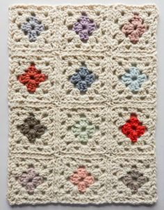 To make this Vintage Floral Granny Square Afghan, you will need a Q hook, & create 12 crochet granny squares that are each 10 inches. Because you are using super bulky yarn, this granny square afghan works up quickly and is incredibly soft to boot. Granny Square Häkelanleitung, Granny Square Projects, Crochet Granny Square Afghan, Granny Square Crochet Pattern, Crochet Squares, Crochet Motif, Easy Crochet, Granny Squares, Free Crochet