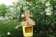 Картинки по запросу пчела с сотами из бросового материала