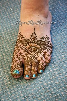 Henna by Mehndi Made Memories - Lisa Seltzer of MN. Happy Feet.... I love the mirrored triangles.