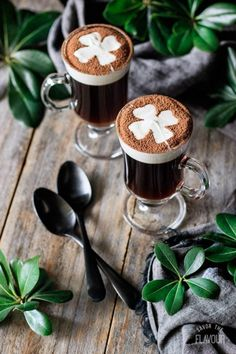 Non alcoholic Irish coffee is a quick and easy drink for kids and adults to enjoy on St. This fancy mocktail takes only 5 simple ingredients! Coffee Latte Art, Coffee Cafe, Coffee Shop, Coffee Lovers, Iced Coffee, Irish Coffee, Coffee And Books, I Love Coffee, Good Morning Coffee