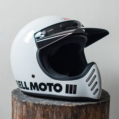 The first of its kind back in 1971 as a full-face and off-roading motorcycle helmet. Now back with modern updates. Biker Helmets, Womens Motorcycle Helmets, Biker Gear, Motorcycle Gear, Motorcycle Girls, Bell Moto 3, Victory Motorcycles, Honda Motorcycles, Vintage Motorcycles