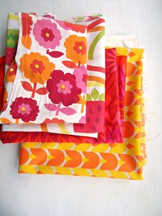 modflowers: bright vintage fabrics. I adore these retro fabrics with the big, bold prints!