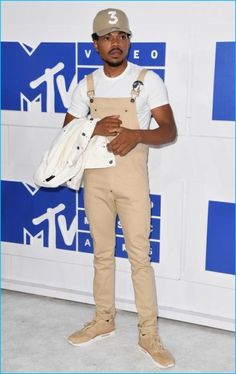 Chance the Rapper has a 90s throwback in a pair of tan overalls at the 2016 MTV Video Music Awards
