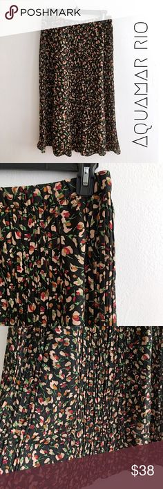 🆕Aquamar Floral and flowy midi skirt Pre-owner and In great condition -Aquamar Rio floral printed midi skirt. Slightly sheer with elastic waist band can be work at the hips or waist. Size small but can also work as a medium. 100% rayon. Perfect for a bohemian wardrobe! Aquamar Skirts Midi