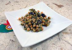 Salade portugaise aux pois chiches | Une cuisine pour Voozenoo Menu, Saveur, Sprouts, Dog Food Recipes, Presentation, Coq, Vegetables, Chickpeas, Salads