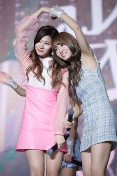 twice sana momo Kpop Girl Groups, Korean Girl Groups, Kpop Girls, Nayeon, Sana Momo, Twice Sana, Hirai Momo, Dahyun, Dance The Night Away