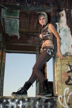 Leopard print skinny jeans with big fuck-off boots Punk Rock Girls, Goth Girls, Diesel Punk, Psychobilly, Alternative Girls, Alternative Fashion, Straight Edge, Rockabilly, Estilo Punk Rock