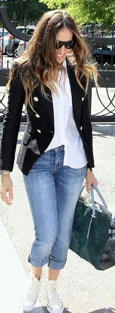 Someone else wrote: Sarah Jessica Parker - Blazer, Buttondown Shirt (half tucked), Cuffed Skinnies, Chucks- I LOVE HER (I love her style too but would've worn pumps- Mari) Mode Outfits, Casual Outfits, Fashion Outfits, Womens Fashion, Sneakers Fashion, Black Blazer Outfit Casual, Tucked In Shirt Outfit, Navy Blazer Outfits, Navy Blazers