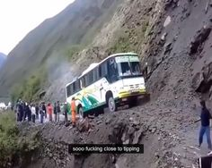 Funny Bus Gifs And Animations Funny Videos, Funny Gifs, Dangerous Roads, Jolie Photo, Mind Blown, Best Funny Pictures, I Laughed, Haha, Hilarious