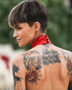 Ruby Rose flaunts sideboob and svelte tattooed back at Met Gala 2018 - Short Pixie Haircuts Short Pixie Haircuts, Pixie Hairstyles, Short Hair Cuts For Women, Short Hair Styles, Ruby Rose Tattoo, Coiffure Hair, Rose Hair, About Hair, Blonde Hair