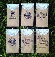 Souvenirs para bodas o 15 años. Se usa para entregar dentro de ellas galletitas, candy bar o algún otro presente para los invitados.