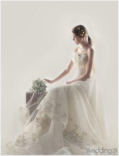 [웨딩드레스]오월의 햇살보다 아름다운 신부,그레이스브라이드 < 웨딩뉴스 < 월간웨딩21 웨프