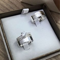 Indian Engagement Ring, Classic Engagement Rings, Couple Ring Design, Band Rings Women, Matching Wedding Rings, Wedding Ring Designs, Wedding Sets, Ring Earrings, Wedding Accessories