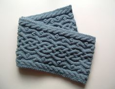 Scarf, free pattern - this has a very appealing Celtic vibe about it