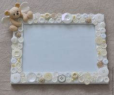 a frame covered in buttons - lijst met knopen Hobbies And Crafts, Diy And Crafts, Crafts For Kids, Arts And Crafts, Button Frames, Button Art, Frame Crafts, Diy Frame, Creation Deco