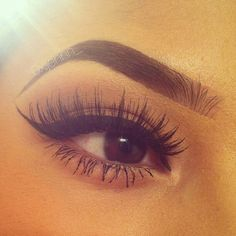 Perfect makeup - thick, winged liner on top with lots of mascara #lashbeauty #beautytrend