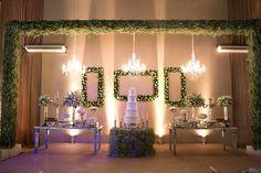 Casamento clássico: Mesa do bolo