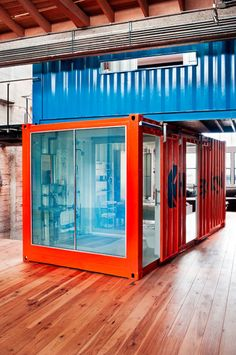 Lyn Hammond Artist loves / Shipping container house