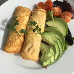 After training today. Wraps made with eggs and coconut milk. Filled with tuna fish onion and mayonnaise. By the side avocado. #completewellnessblog #paleo #paleofood #keto #ketogenic #nograins #nosugar #nocowmilk #fitness #fitnessmotivation #easytomake #goodbreakfast #algarve #portugal #haveaniceday - Inspirational and Motivational Ketogenic Diet Pins - Eat Keto Get Into Nutritional Ketosis - Discover LCHF to Prevent Diseases - Enjoy Low-Carb High-Fat Lifestyle For Better Health