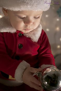Holiday Photos / Christmas Pictures / Santa / Toddler Photography