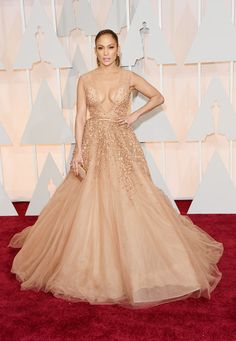 Jennifer Lopez in a gorgeous Elie Saab look with a plunging neckline on the Oscars 2015 Red Carpet.