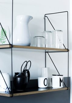Fra kedelig til cool - Se den store forvandling | Boligmagasinet.dk. Colorpop-hylde fra Kwikshop