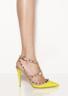 Neon yellow never looked so good.