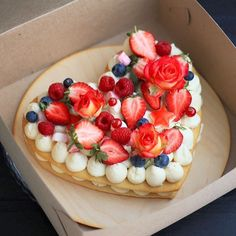 Pin by Francesca Pietrangeli on Cake design in 2019 Pretty Cakes, Cute Cakes, Beautiful Cakes, Amazing Cakes, Köstliche Desserts, Delicious Desserts, Mini Cakes, Cupcake Cakes, Bolos Naked Cake
