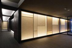 Modern Japanese Interior, Japanese Modern, Japanese House, Lobby Design, Asian Design, Facade Architecture, Wall Patterns, Modern House Design, Wall Design