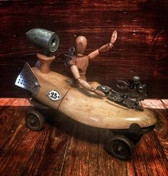 Eclectic creation made from vintage roller skate, shoe stretcher, and random found objects. Found Object Art, Found Art, Roller Derby, Arte Robot, Robot Art, Recycled Art, Repurposed, Metal Artwork, Assemblage Art