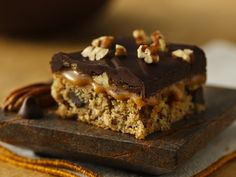 Turtle Bars (Gluten Free) - Looking for a gluten-free dessert made using Betty Crocker® Gluten Free chocolate chip cookie mix? Then check out these mouthwatering turtle bars.