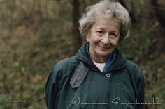Wislawa Szymborska, poeta polaca. Leer poemas Rain Jacket, Windbreaker, Raincoat, Jackets, Fashion, Reading Workshop, Poems, Feminine, Libros
