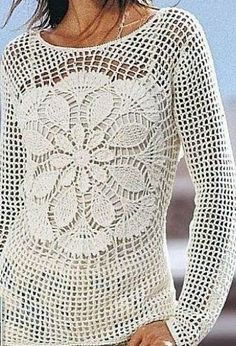 Sublime haut fleuri au crochet et son diagramme gratuit Haut pour femme avec motif fleur au milieu, sans manche ou avec manche...